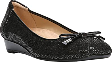 6e56999bfc2af Naturalizer Womens Dove Leather Closed Toe Wedge Pumps, Black, Size 6.5