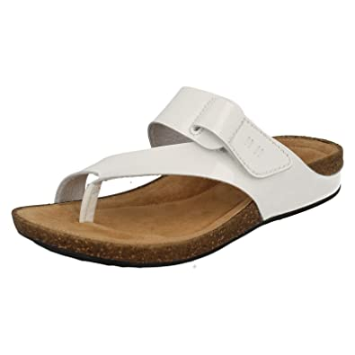 008cdfb71b859 Clarks Womens Casual Clarks Perri Coast Leather Sandals In White Patent  Standard Fit Size 4: Amazon.co.uk: Shoes & Bags