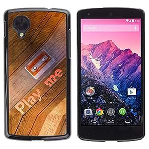 TopCaseStore / la caja del caucho duro de la cubierta de protección de la piel - Play Me Quote Cassette Tape Art 90S Music - LG Google Nexus 5 D820 D821