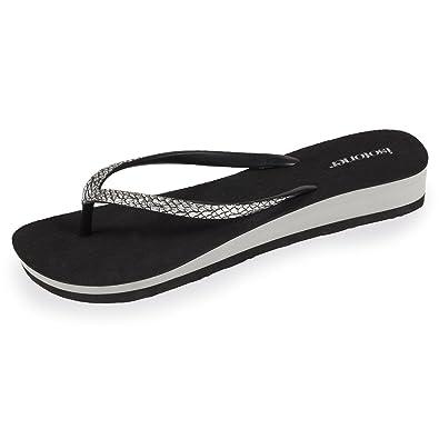 f4643ca01710 Isotoner Women s Grey Snakeskin flip Flops  Amazon.co.uk  Shoes   Bags
