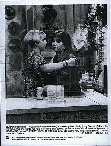 """1991 Press Photo Roseanne Barr & Lecy Goranson Star In """"Roseanne"""""""