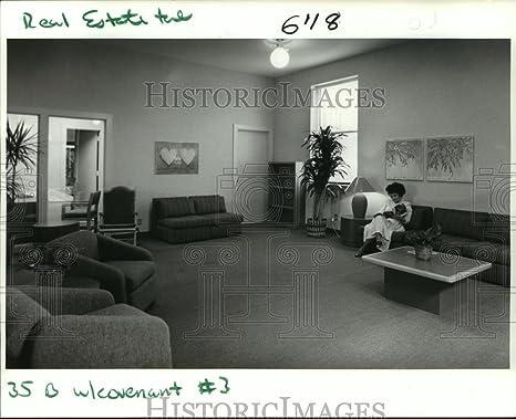 Amazon Com 1988 Press Photo Waiting Room Of Covenant House Shelter