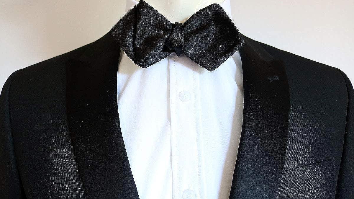 b873ad014dd7 James Bond (Daniel Craig) Self Tie Black Diamond Point Bow Tie:  Amazon.co.uk: Clothing