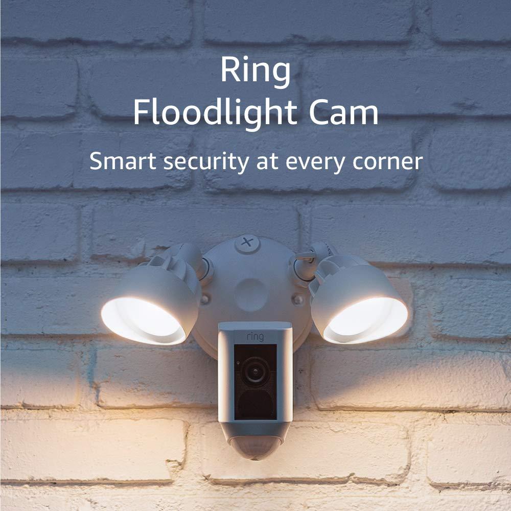 Амазон. Кольцевая прожектор камеры, активированные движение HD Security Cam двусторонняя разговор и сирена, белый