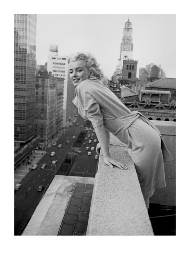 Ed Feingersh Marilyn Monroe at the Ambassador Hotel Movie Poster Print - 24x32 Photography Art Poster Print by Ed Feingersh, 24x32