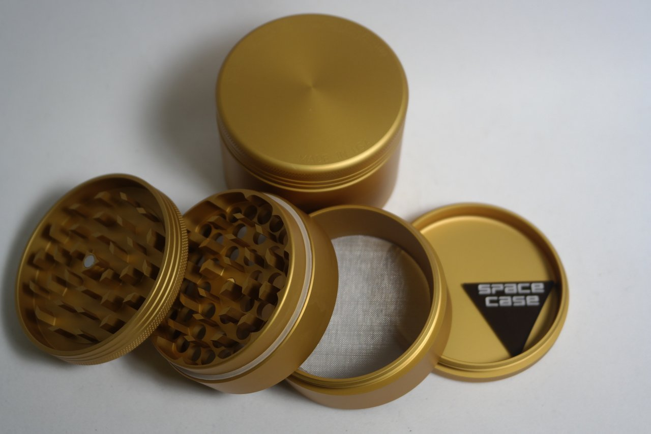 SPACE CASE Small Grinder Sifter Magnetic Gold 4 piece by Space Case