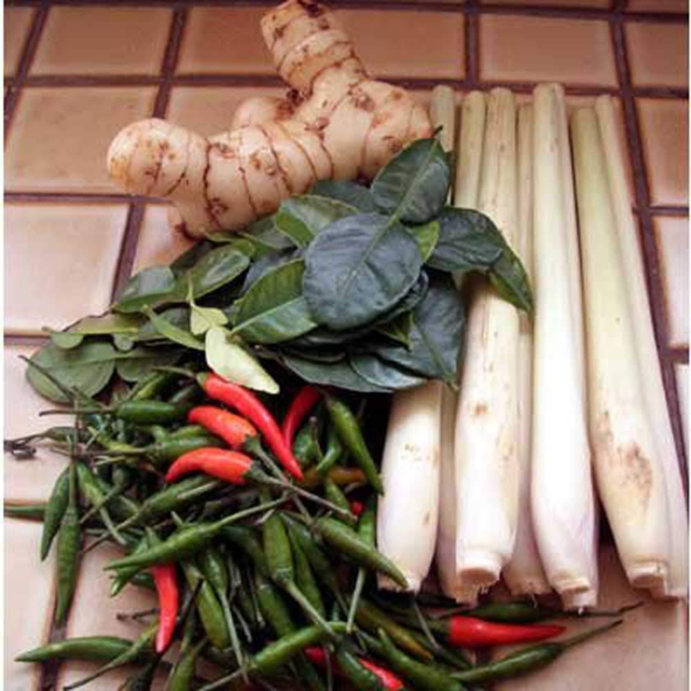 Tom Yum Set Thai Food Hot & Spicy Soup for 2-4 serving. Fresh Ingredients | Kaffir Lime Leaves, Galangal,Lemongrass and Thai Chili