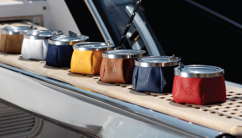 Marine Business Cenicero en Cuero con Tapa