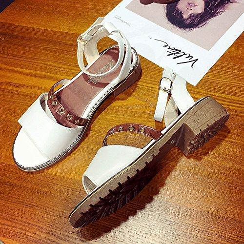 RUGAI-UE Sandalias de verano para estudiantes boca gruesa hebilla simples zapatos de mujer White