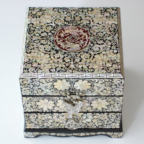 Mother of Pearl Inlay Decorative Arabesque and Butterfly Design Lacquer Wood Handcrafted Art Jewelry Trinket Keepsake Treasure Box Case Chest ()