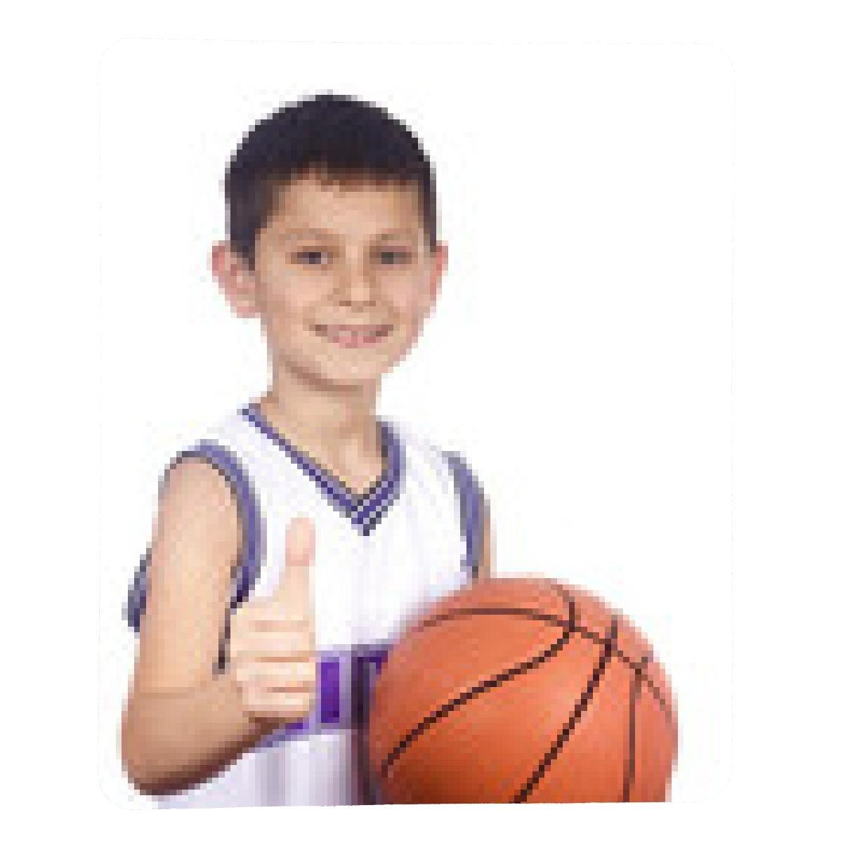 alfombrilla de ratón chico joven con su baloncesto sonriendo ...