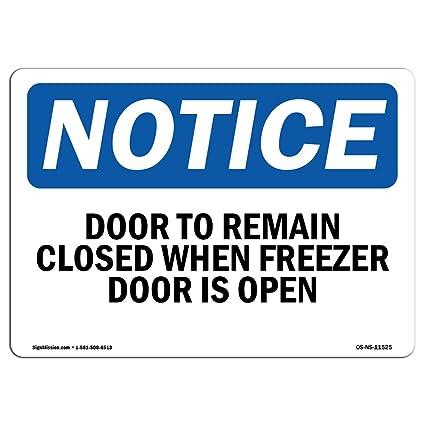 Letrero de Osha con mensaje en inglés «Door to Keep Clos» cuando ...