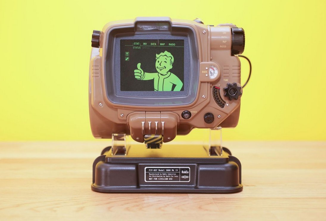 e5ab50bc Amazon.com: Fallout 4 Pip-Boy Replica by Bethesda: Video Games