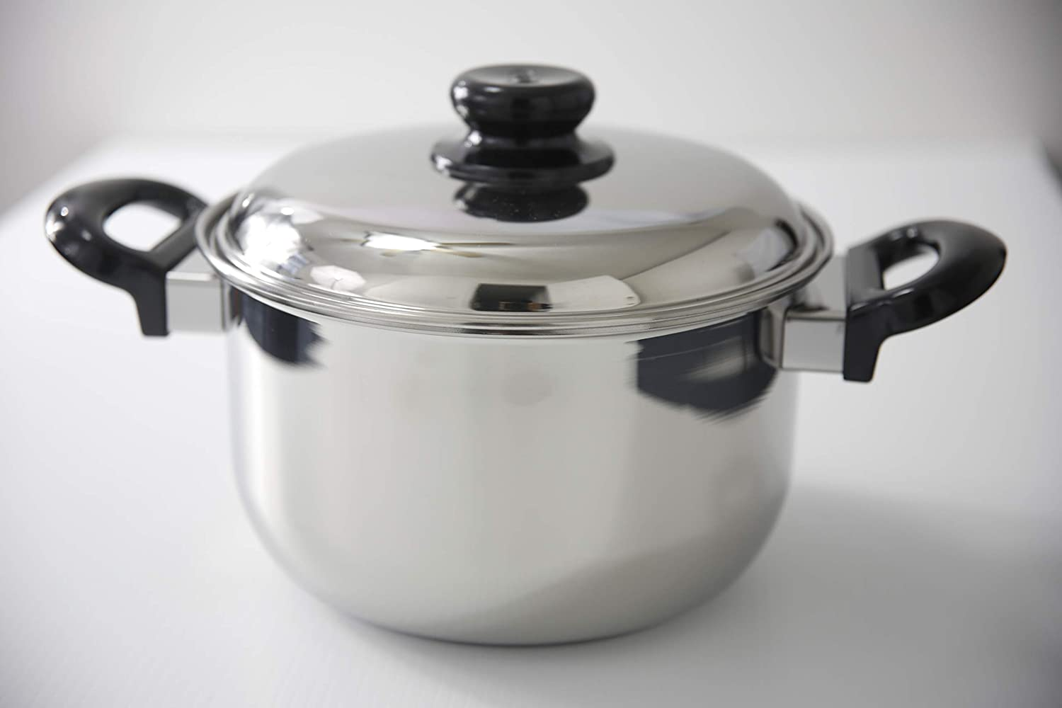 SS1 Stainless Steel Dutch Oven with cover and stay cool bakelite handle (3.7-Qt.)
