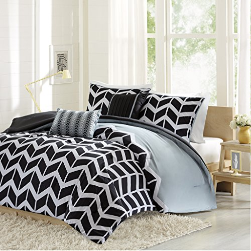Intelligent Design -Nadia -All Seasons Comforter Set -5 Piece - Black - Geometric Pattern - Full/Queen Size - Includes 1 Comforter, 2 Shams, 2 Decorative Pillows - Ideal For Guest Room (Black And White Queen Size Comforter Sets)