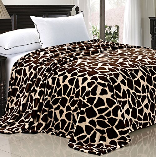 Home Soft Things Light Weight Animal Safari Style Chocolate White Giraffe Printed Flannel Fleece Blanket (Queen)