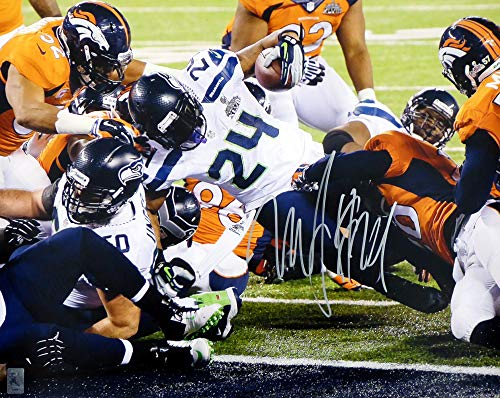 Marshawn Lynch Autographed 16x20 Photo Seattle Seahawks Super Bowl ML Holo #10881