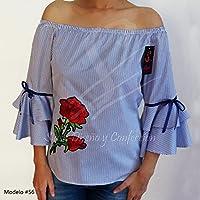 Blusa escote ojal con doble olán en la manga flor bordada