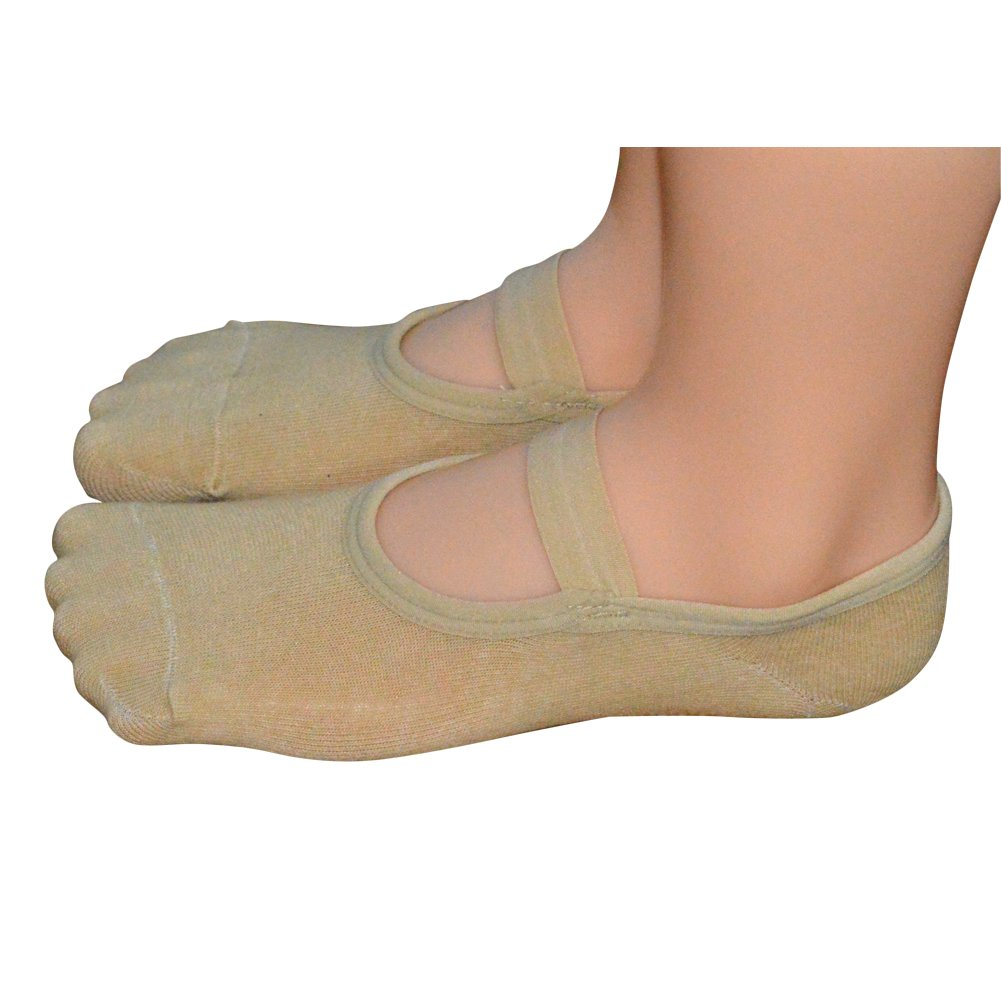 a9c691803 Amazon.com  QING OUTDOOR Women s Ballet Style No Show Low Cut Hospital  Slipper Socks Great for Barre Pilates Yoga with Non Skid Grips  Clothing