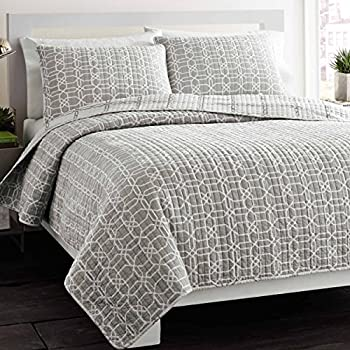 Amazon.com: City Scene Leaves Mink Cotton Quilt Set, Mink, King ... : king gray quilt - Adamdwight.com