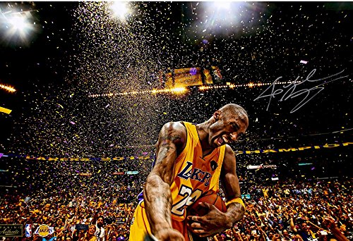 Kobe Bryant Los Angeles Lakers Autographed 16