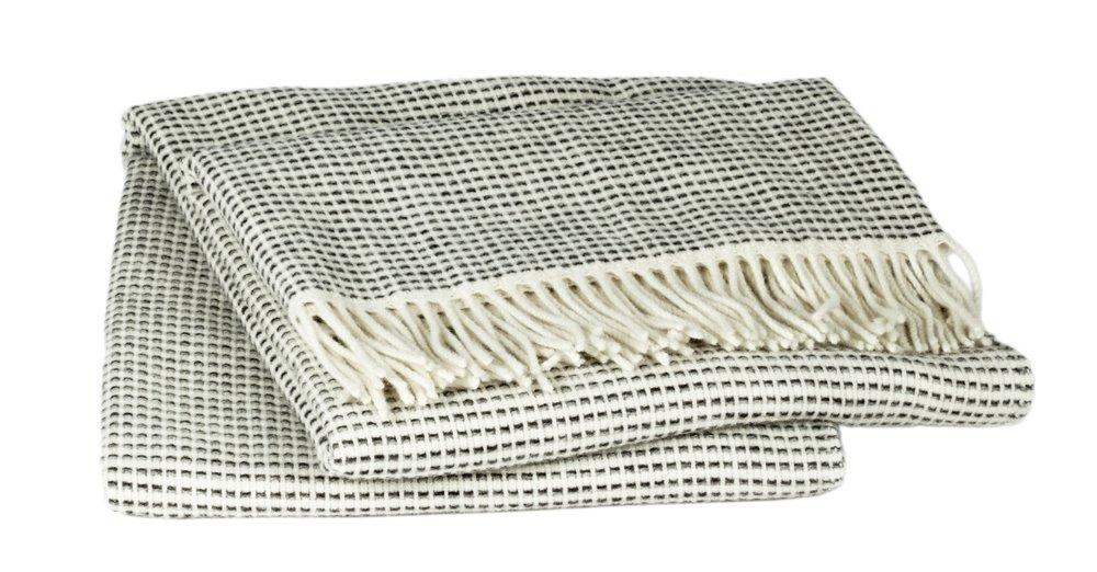 Roros Tweed Decken – Lammfell Überwurf mit Fransen  Grau (210 cm x 150 cm)