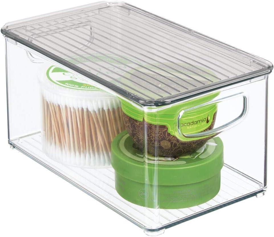 mDesign Caja organizadora con asas integradas – Cajas de plástico transparente con tapadera – Perfecto organizador de maquillaje para el baño – transparente/gris