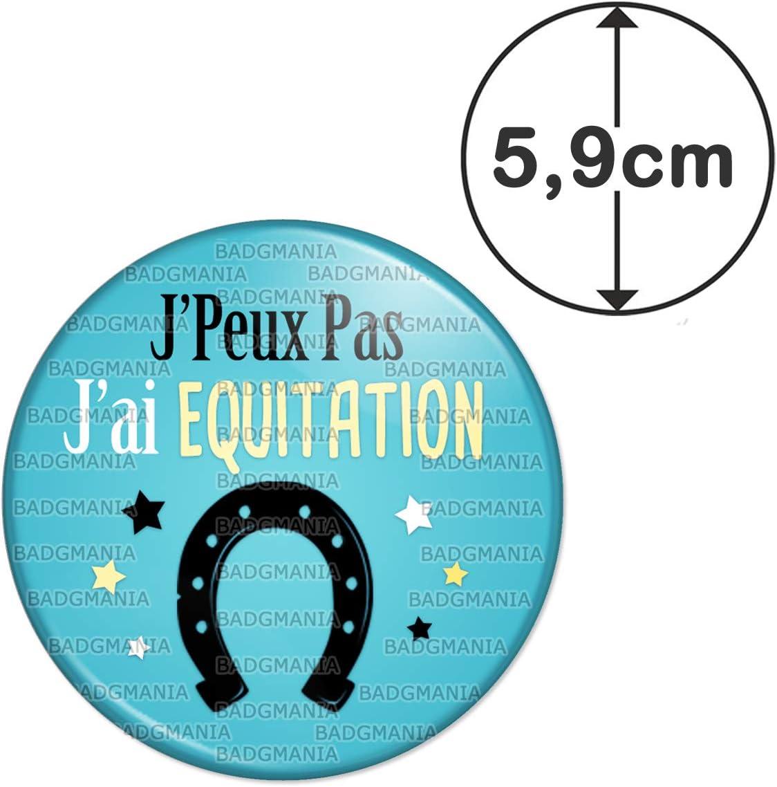 Humour Excuse Alibi Id/ée Cadeau Badgmania Magnet Aimant Frigo 5.9 cm JPeux Pas JAi Equitation Fer /à Cheval Fond Bleu