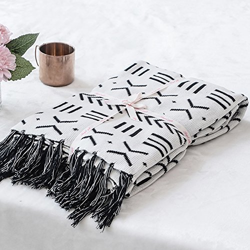 Hot LakeMono 100% Cotton Knitted Blanket Black and White Two Sides Jacquard Couch Throw Blanket with Handmade Tassels (52''x 63'') supplier