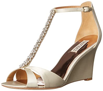 6909205d7863 Amazon.com  Badgley Mischka Women s Romance Wedge Sandal  Shoes