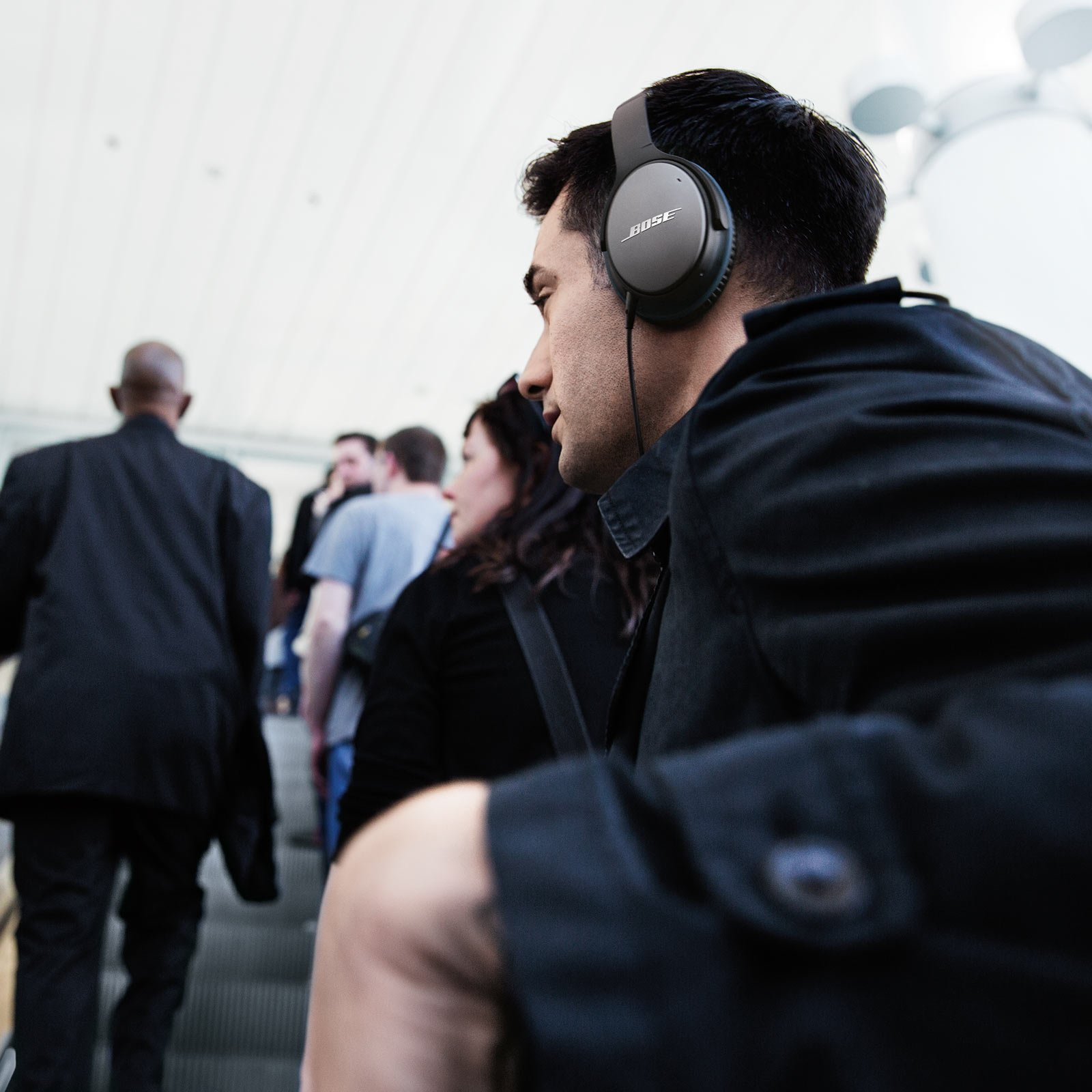 Bose QuietComfort 25 Acoustic Noise Cancelling Headphones for Apple devices - Black (wired, 3.5mm) by Bose (Image #9)