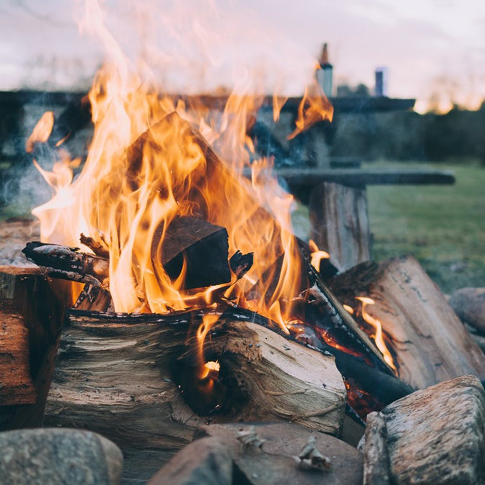 Comes with The Log Hut Woven Sack. 10 kg of The Chemical Hut Quality Seasoned Dried Softwood Wooden Logs for Firewood Open Fire and Stoves
