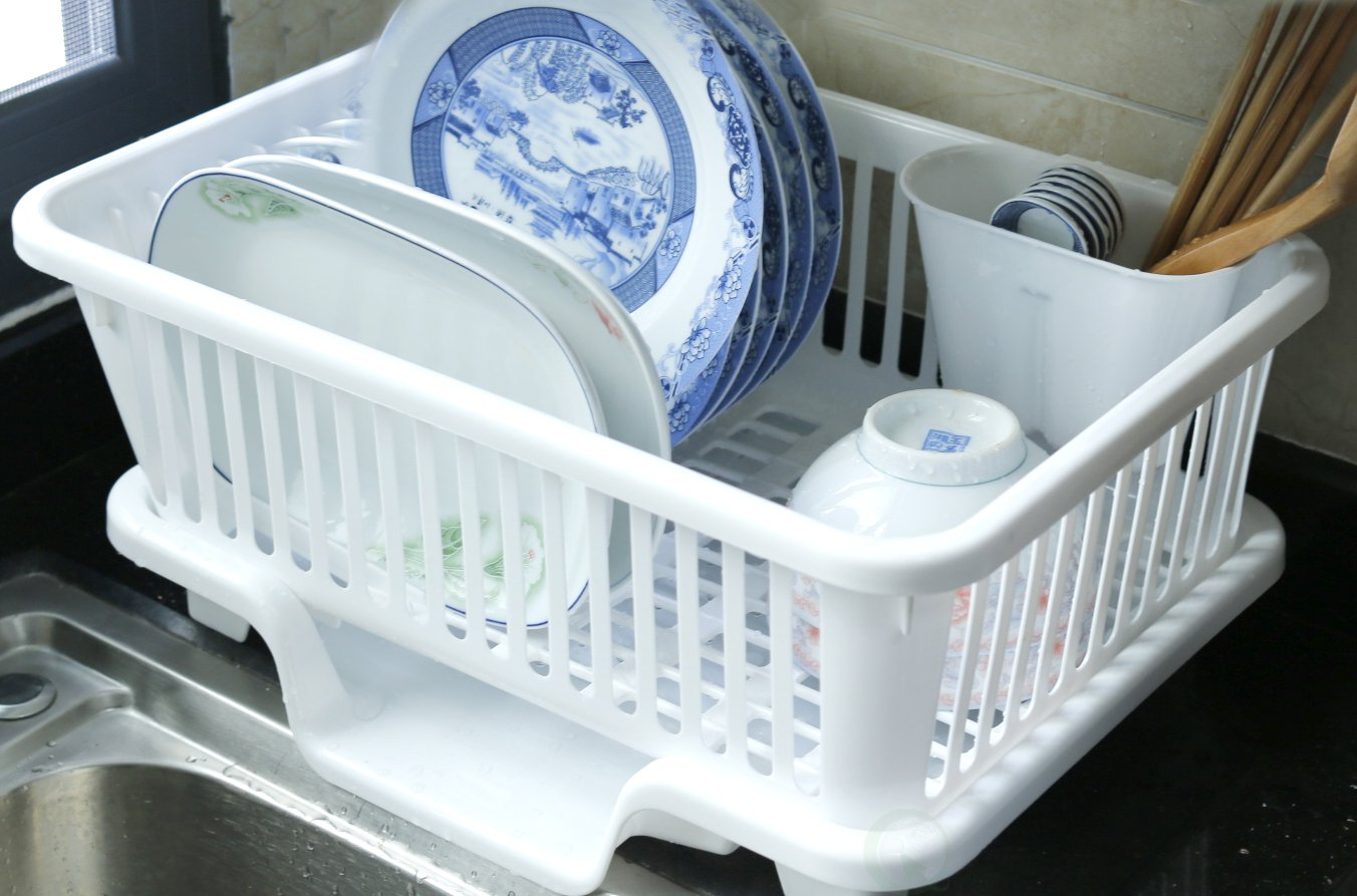 Amazon.com: Basicwise Plastic Dish Rack with Drain Board and Utensil ...