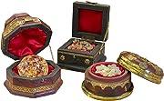 Porta autenticità e brillantezza alla tua decorazione natalizia con i tre regali dei Magi. Oro incenso e mirra in eleganti contenitori.