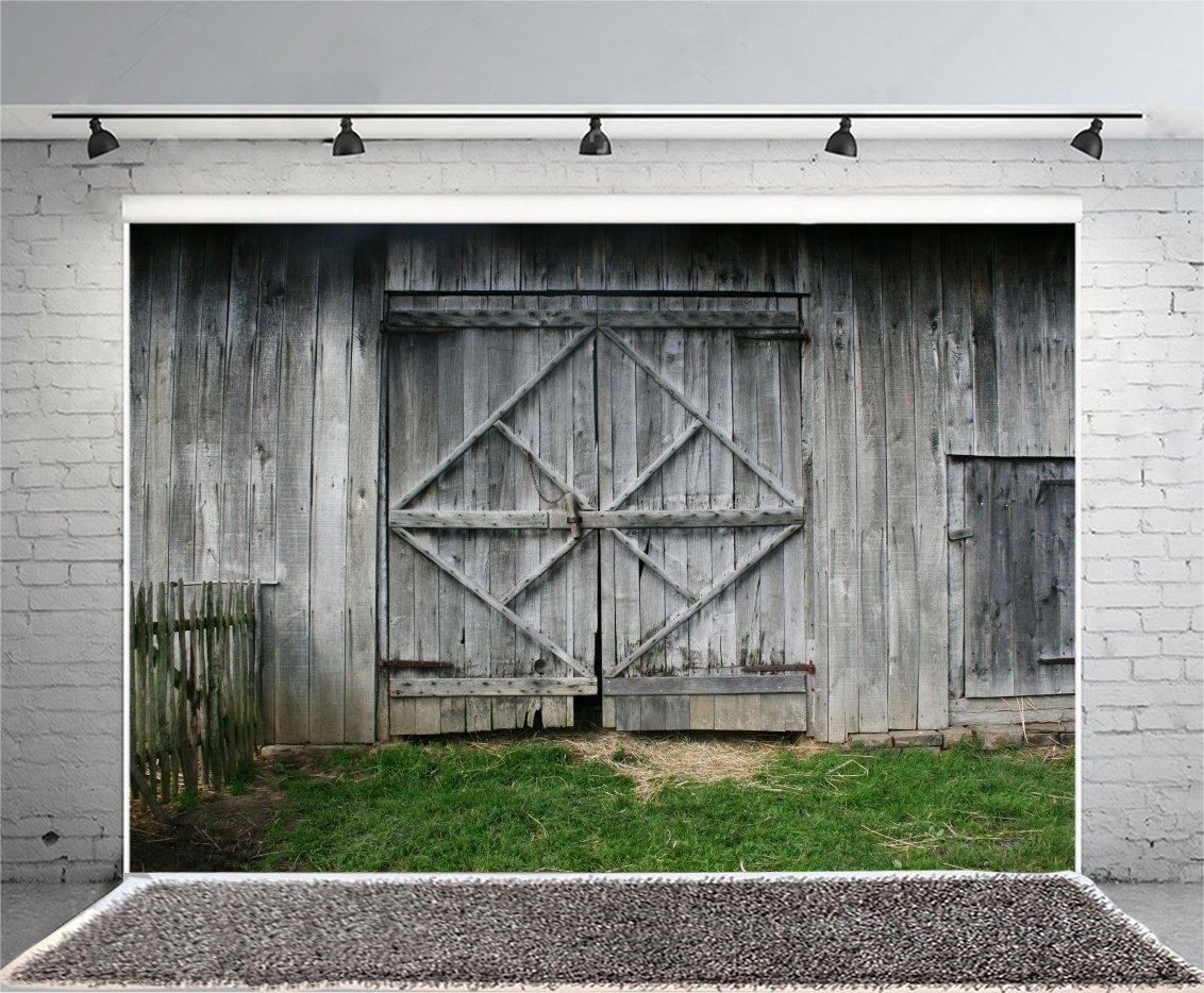 Leowefowa 7 x 5フィート 古い納屋の背景 ウエストカウボーイの背景 写真用 素朴なシャビーウッドドア ビニール写真背景 グリーングラスランド レトロ メンズ 大人 ポートレート スタジオ小道具   B076WVGVS1
