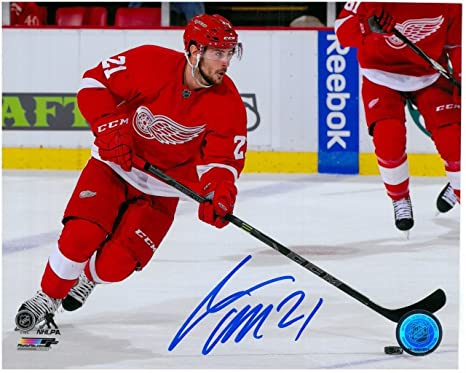 83e2a1572bf Image Unavailable. Image not available for. Color: TOMAS TATAR AUTOGRAPHED  DETROIT RED WINGS ...