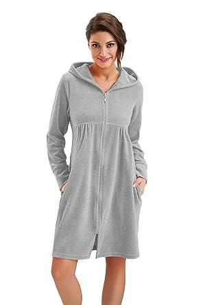 088c9d52ee DOROTA Kuscheliger und moderner Baumwoll-Bademantel mit Taschen,  Reißverschluss & Kapuze, grau-
