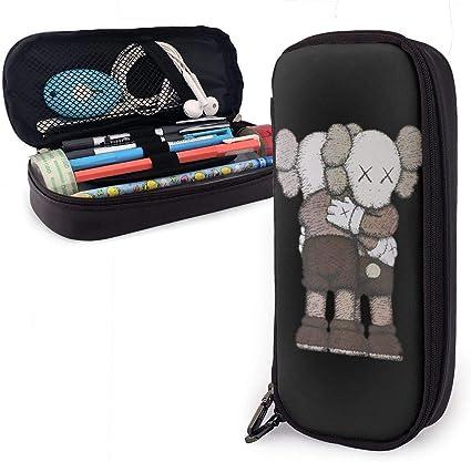 KAWS Hug - Estuche de piel con bolsillo multifunción y cremallera: Amazon.es: Oficina y papelería
