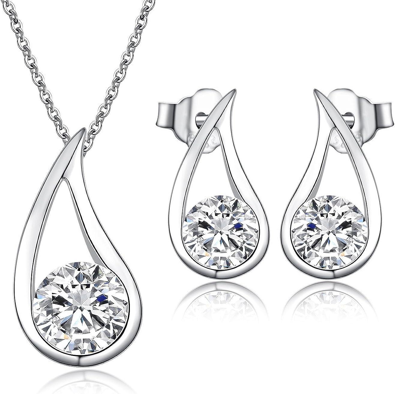 Juego de colgante y pendientes de tachuela de plata maciza y diamantes de imitación