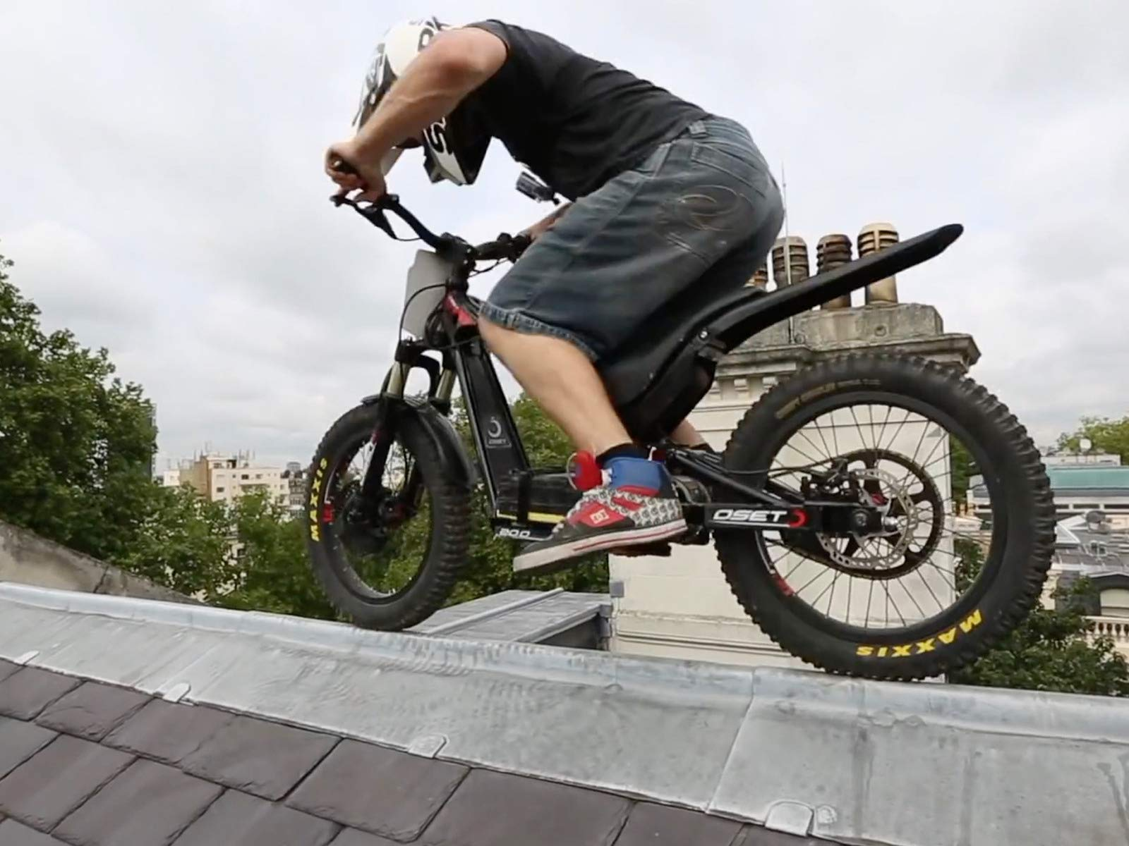 Amazon.com: Bike World: Alan Rawlings