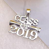 FENICAL Classe de 2019 Lettres Pendentif diplôme modèle en Alliage de Zinc Accessoire Graduation Souvenir Cadeau pour Fabrication de Bijoux Bricolage