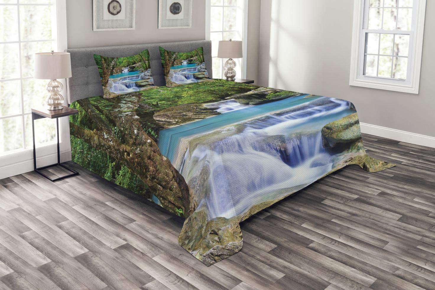 Abakuhaus Wasserfall Tagesdecke Set, Felsen in See mit Wasserfall, Set mit Kissenbezügen Klare Farben, für Doppelbetten 220 x 220 cm, Braun Grün Blau