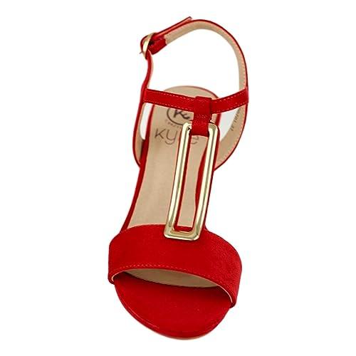 Sandalia color rojo. Detalle metálico en el empeine. Cierre mediante hebilla en pulsera en el tobillo. Altura de la cuña 5.5 cm. kgtRH6nkU4