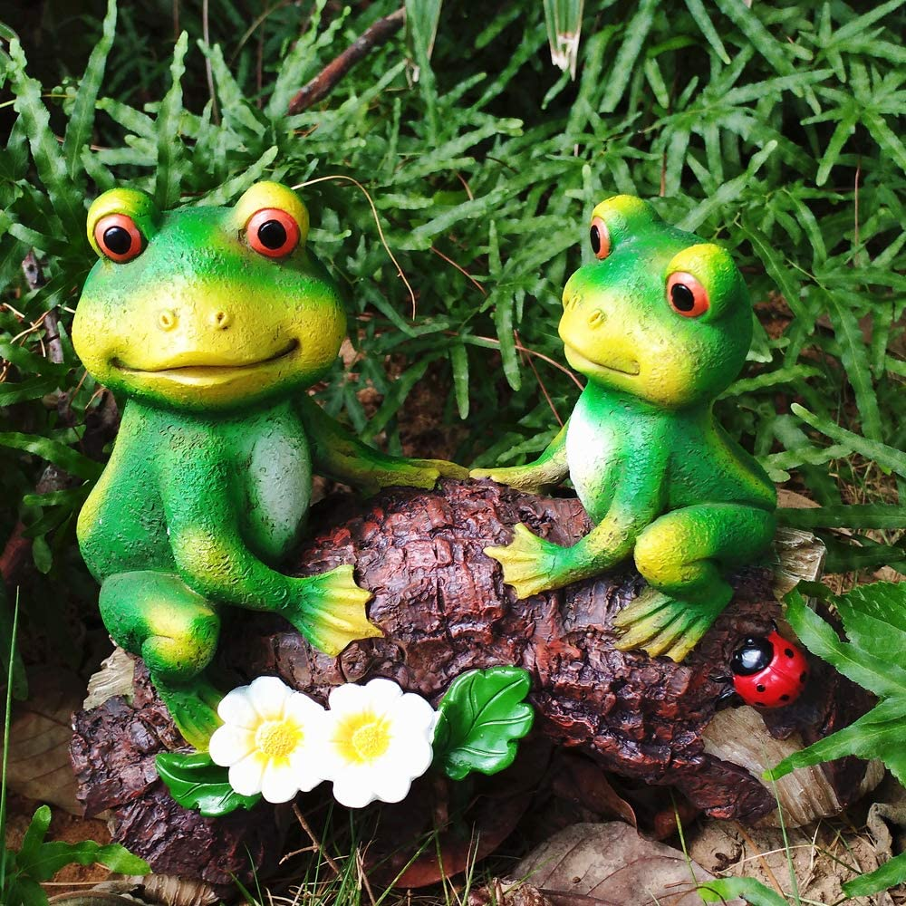 "JHP Frog Garden Statue, Green Frogs Resin Animal Sculpture for Patio Yard Art and Lawn Ornaments, Frogs Sitting on Wood Indoor Outdoor Decoration Sculpture -7"" H"