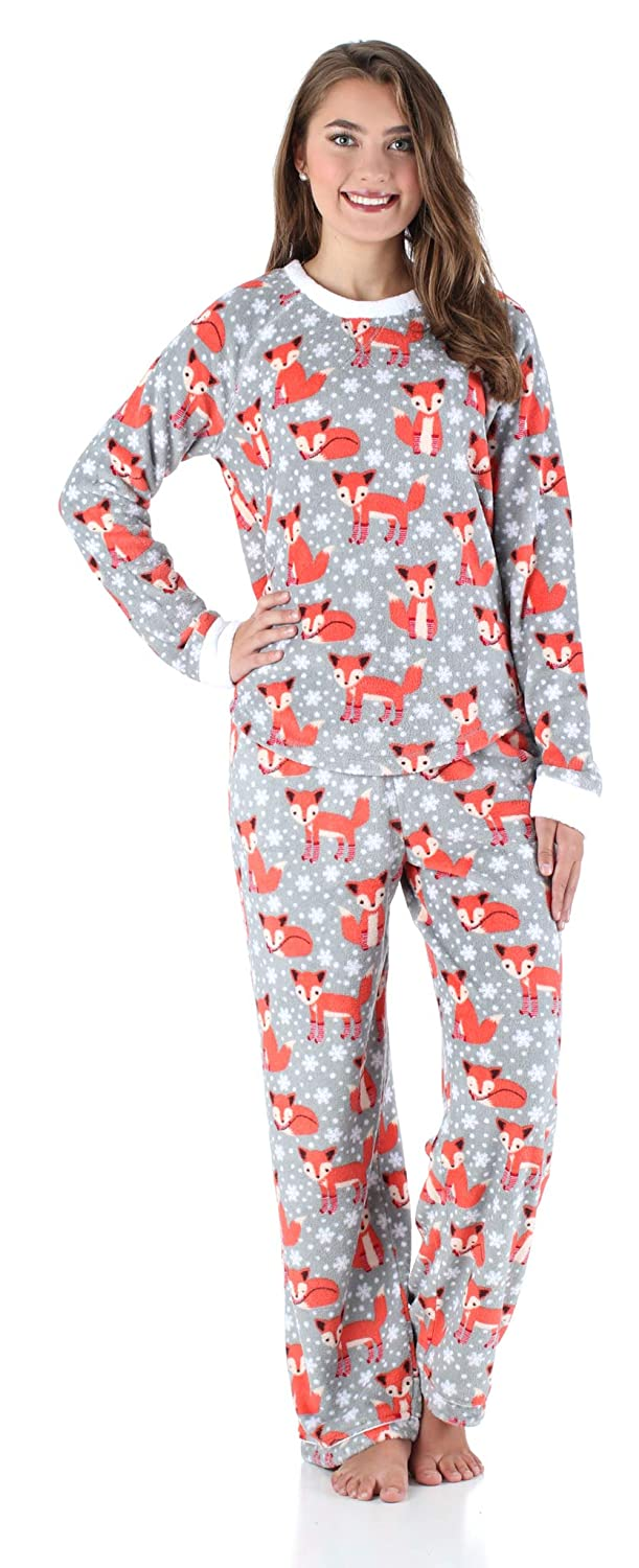 d217c768b8 Amazon.com  PajamaMania Women s Sleepwear Fleece Long Sleeve Pajamas PJ Set   Clothing
