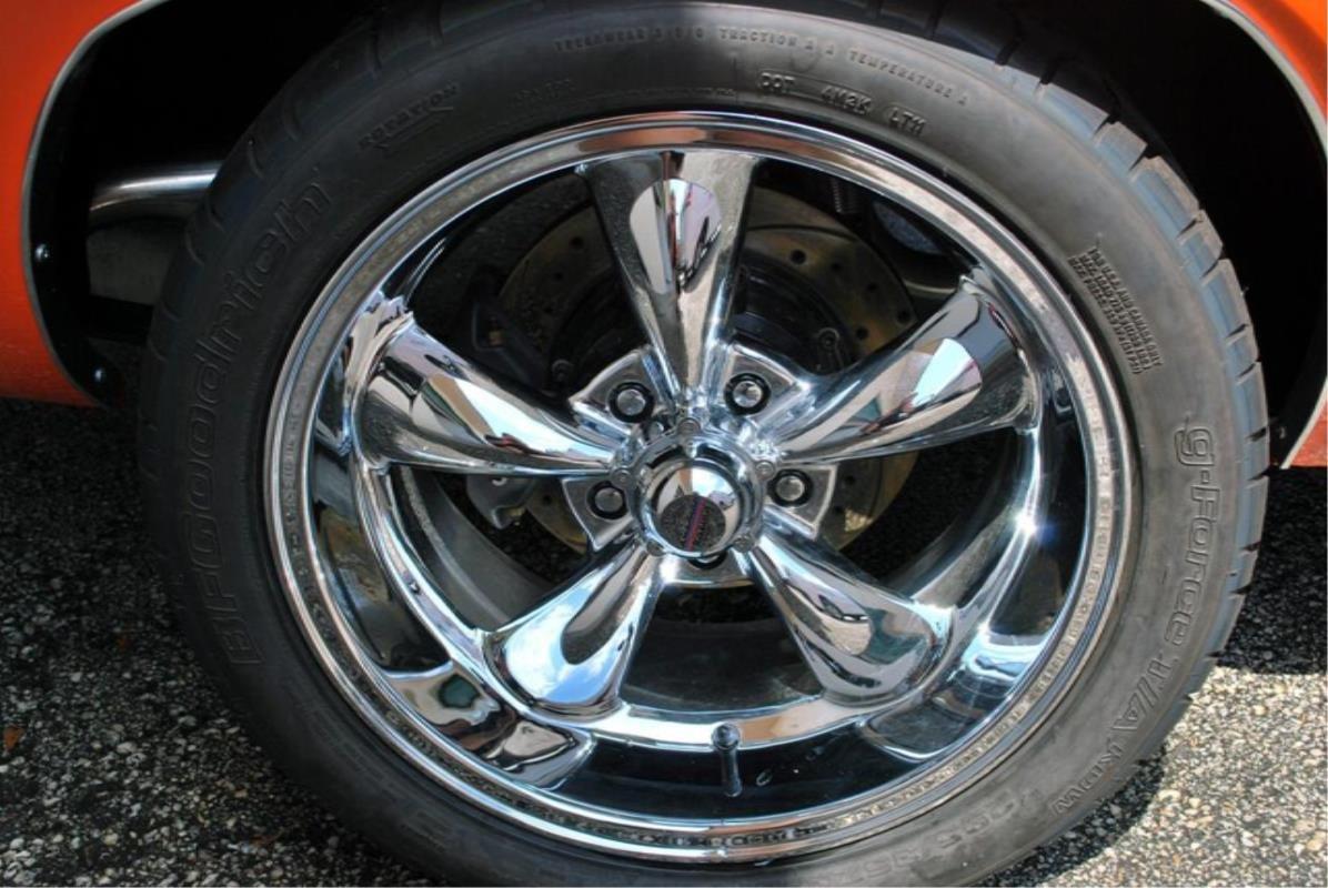 17x9//5x114.3mm American Racing Torq Thrust M AR605 Chrome Wheel