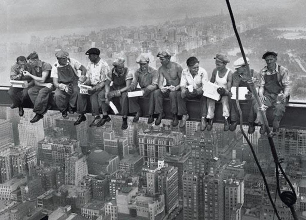Pyramid America Charles Ebbets Workers Lunch Atop A Skyscraper Black White  Photo Cool Wall Decor Art Print Poster 90x60: Amazon.co.uk: Kitchen & Home