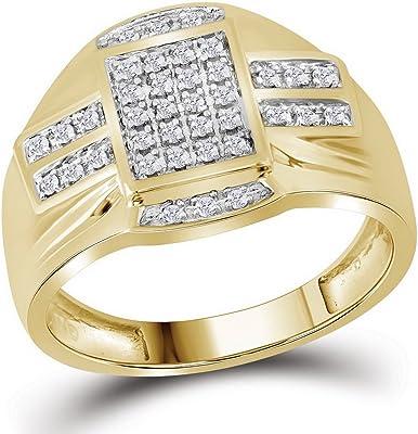 Anillo de oro amarillo para hombre con diamantes en forma de rectangulo blancos.