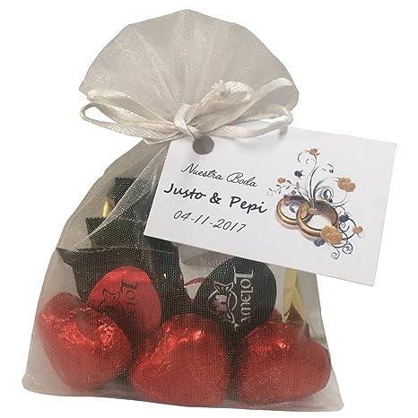 Lote dulce de bombones en forma de corazones con varias napolitanas de chocolate para invitados (