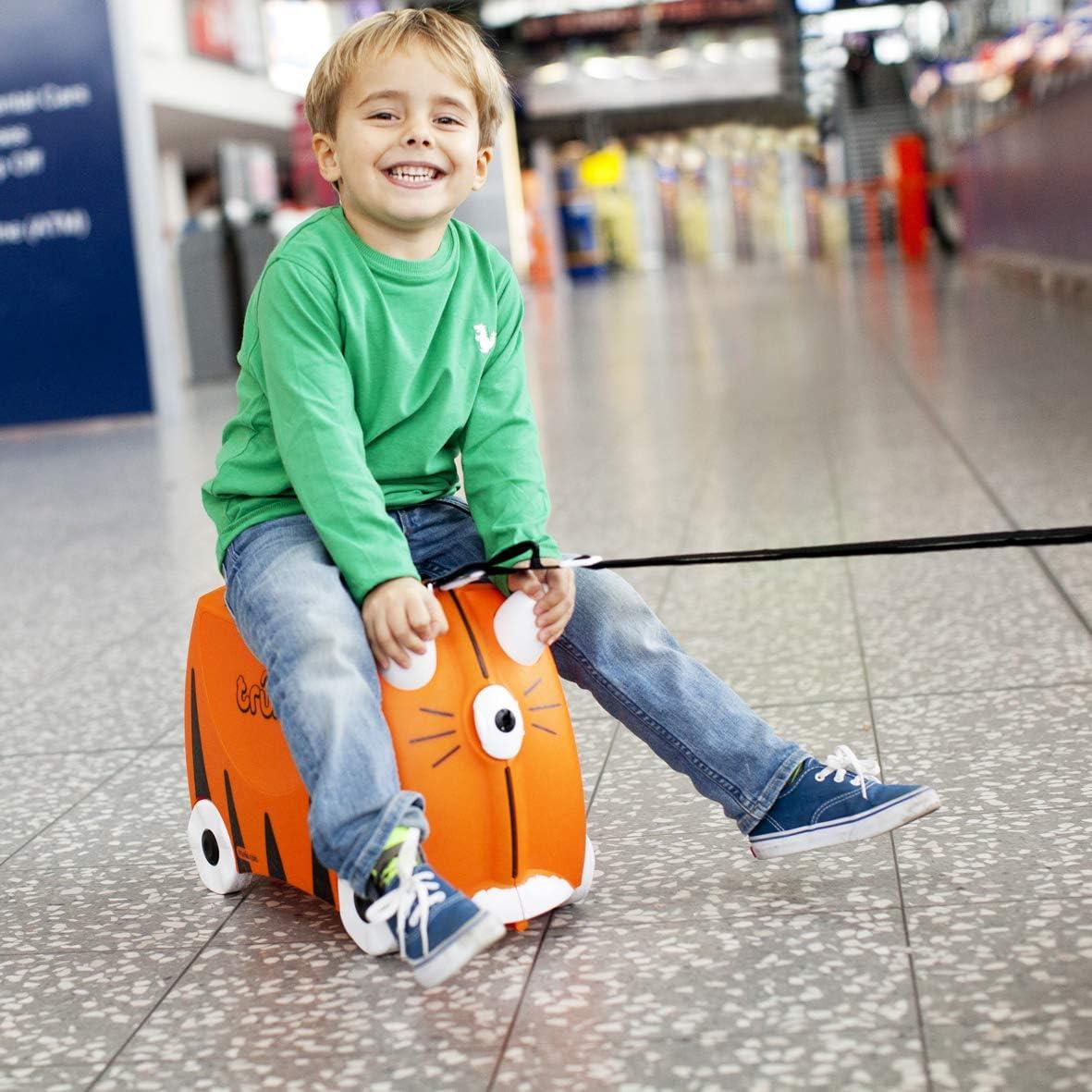 Kind auf Trunki Kinderkoffer